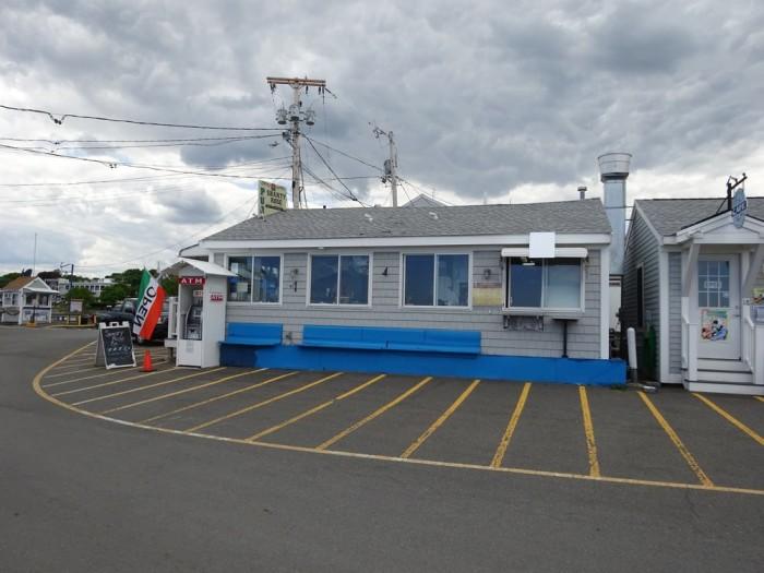 5. Shanty Rose Pub, Plymouth Harbor