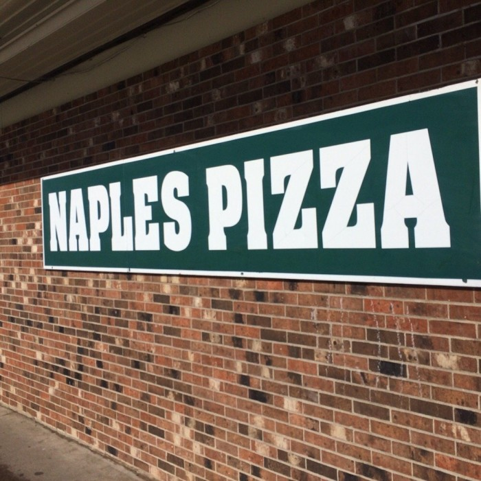 9. Naples Pizza (Farmington)