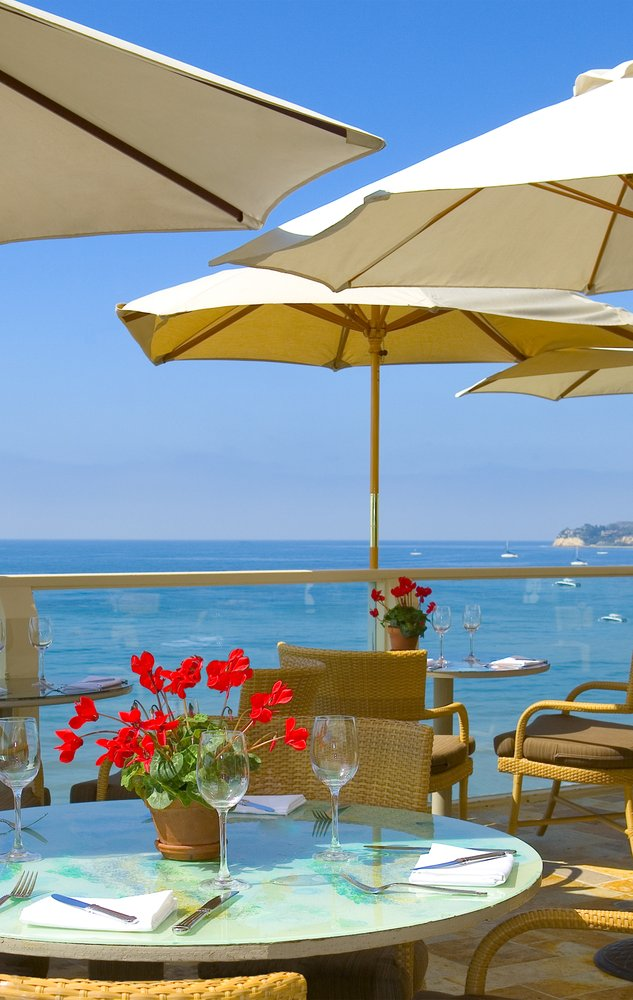 1. Geoffrey's Malibu offers a little slice of oceanfront dining heaven. The seafood is pretty epic, too!