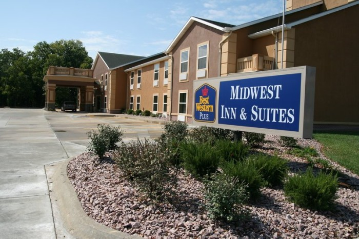 3. Best Western Plus Midwest Inn & Suites (Salina)