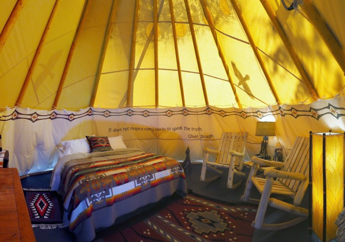 """Camping Beds For Tents >> 7 Luxury """"Glampgrounds"""" In Washington"""