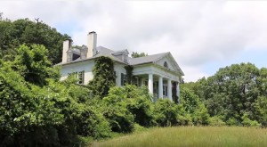 This Virginia Mansion Has A Chilling History That's Continuing To Be Written Today