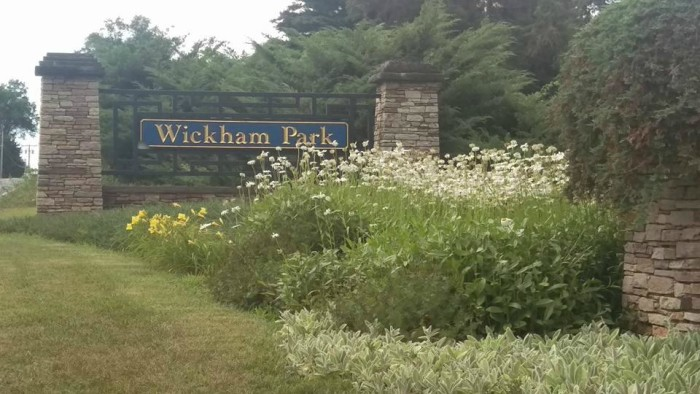 I'm talking about Wickham Park, the 250 acres of  gardens, fields, and woodlands hiding in Manchester.