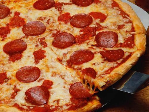 4. Walts Pizza