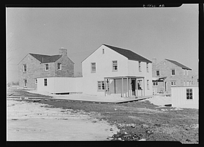 7. This was what a model house in Greendale looked like (1937).