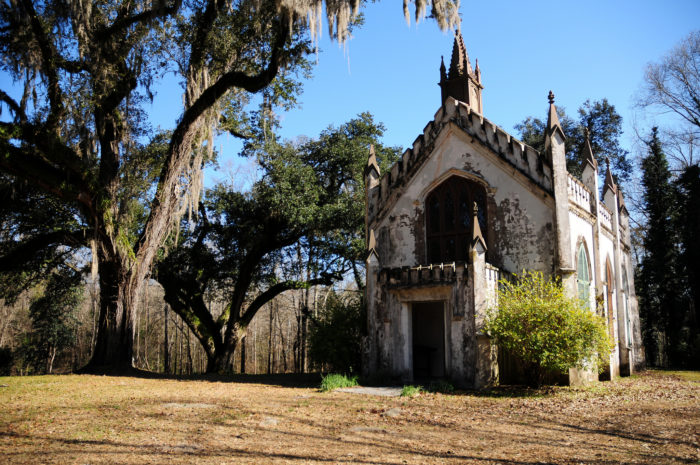 James Hardie, a Natchez contractor and carpenter, constructed the chapel. The building is made of stucco and brick and features a Gothic spire, which is topped with an iron cross. The bricks used to build the chapel were made by Mr. Mercer's slaves under the direction of Henry Huntington.