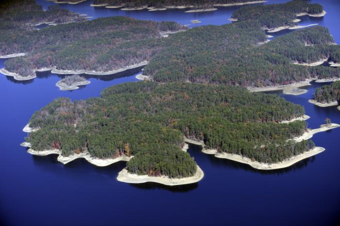 16.Lake Ouachita