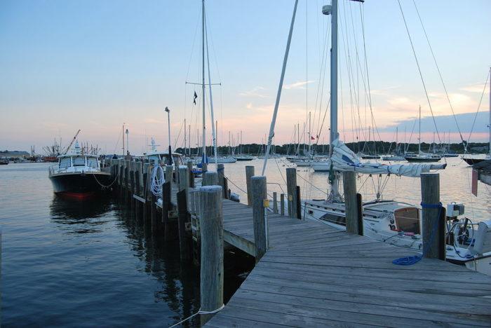 1024px-Dodson_Boatyard,_Stonington,_CT