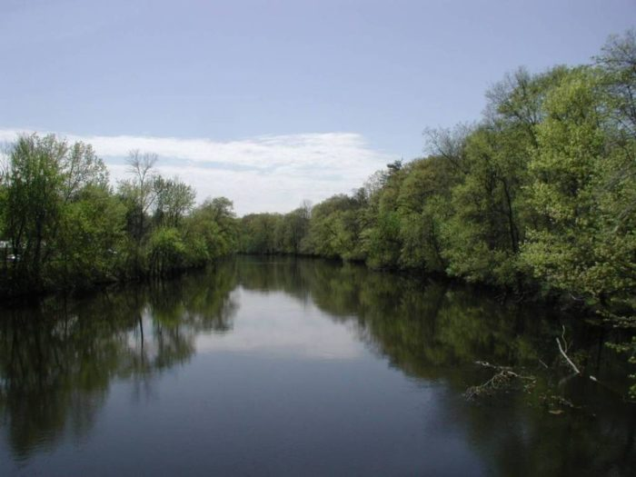 10 great spots to go fishing in connecticut for Connecticut river fishing