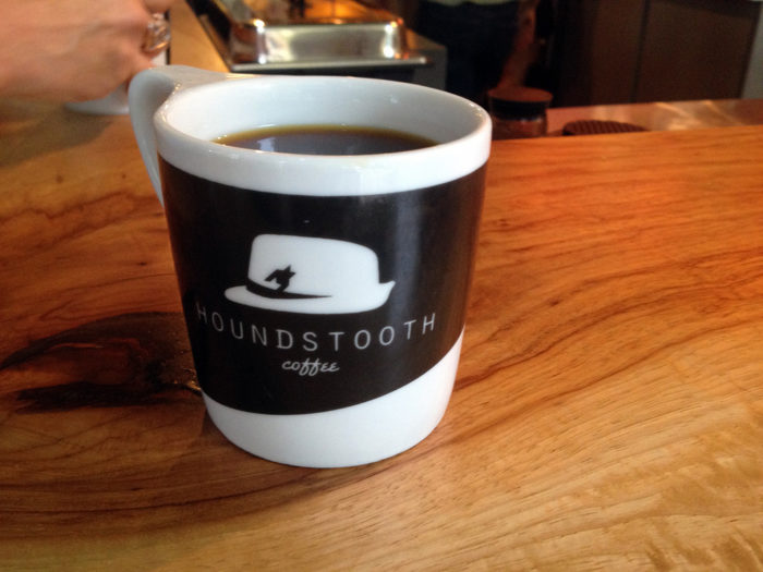 3. Houndstooth coffee carefully selects its coffees and teas just for you - Did you know that they serve alcohol too?