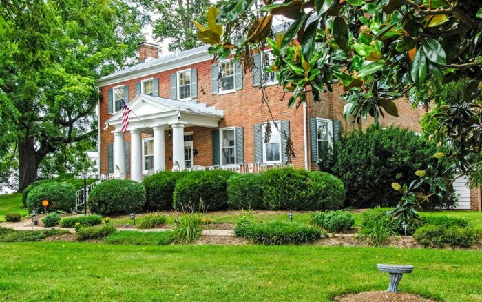 1. Cave Hill Farm Bed and Breakfast (Harrisonburg)
