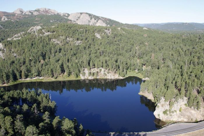 2. Mount Rushmore to Horsethief Lake (3 miles point to point)