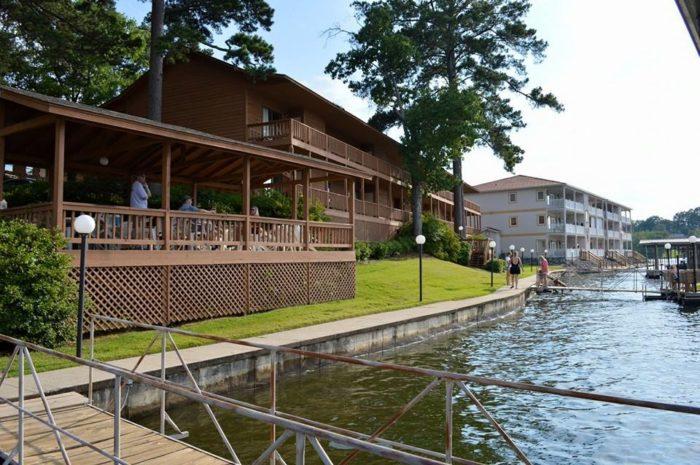 9. Country Inn Lake Resort (Hot Springs)