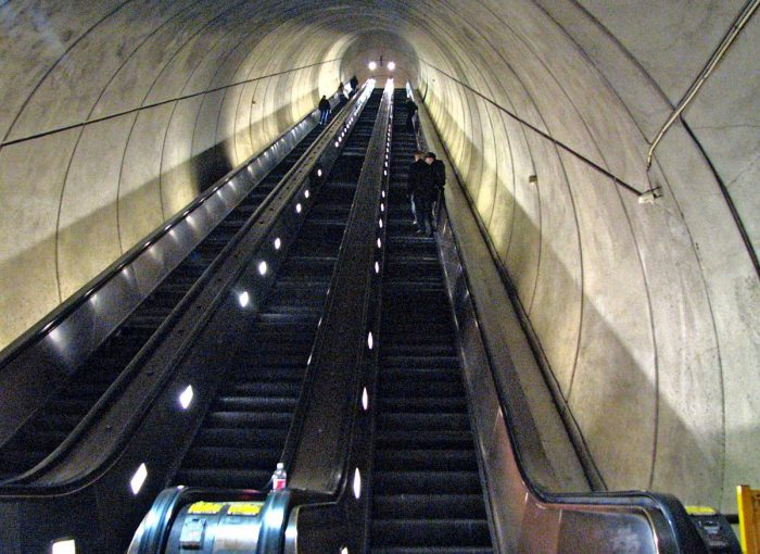 1200px-Wheaton_escalator_from_bottom_right