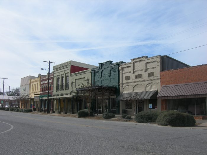 15 Slow Paced Small Towns In Alabama