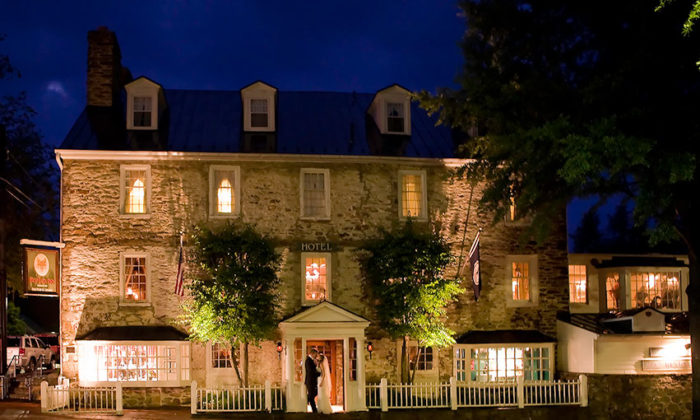 3. Red Fox Inn & Tavern (Middleburg)