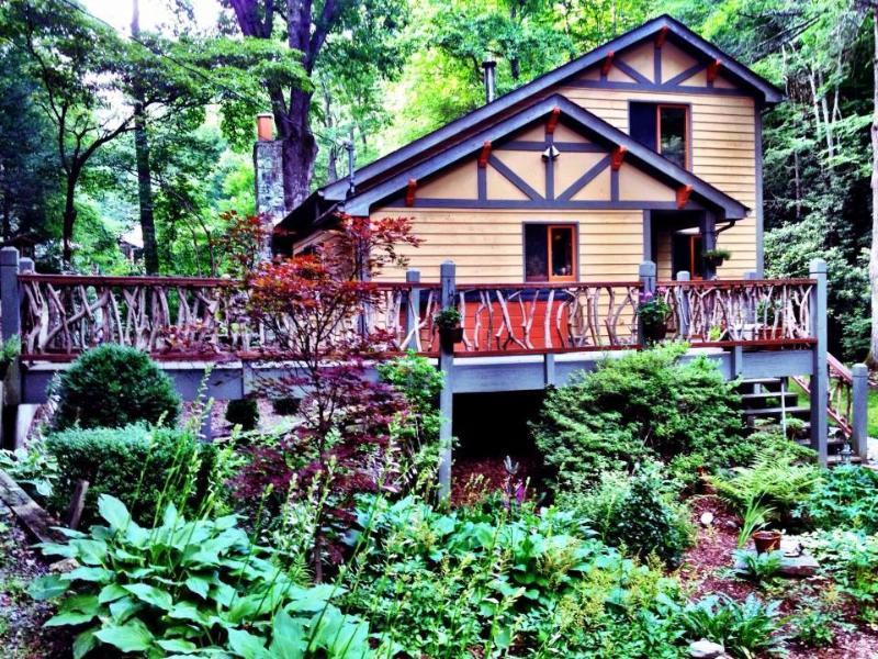 10 unique cabin rentals in north carolina for Lake cabin rentals near dallas