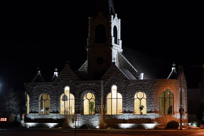 13. This gorgeous church in SIdney looks so magical lit up from the inside.