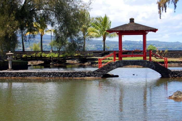 14. Hang out in Queen Liliuokalani Park and Gardens.