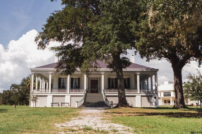 15. Tour the homes of some of the state's most famous residents, including William Faulkner and Jefferson Davis.