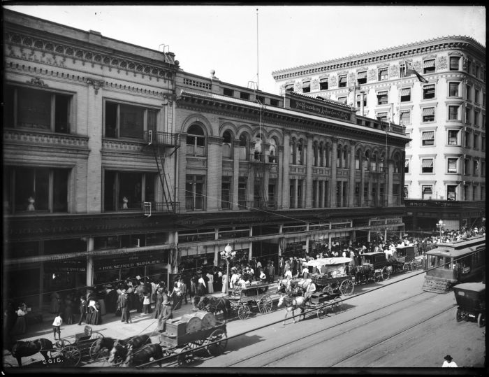 8. Los Angeles still had traffic back then, but instead of cars it was bustling with pedestrians and horse-drawn carriages.