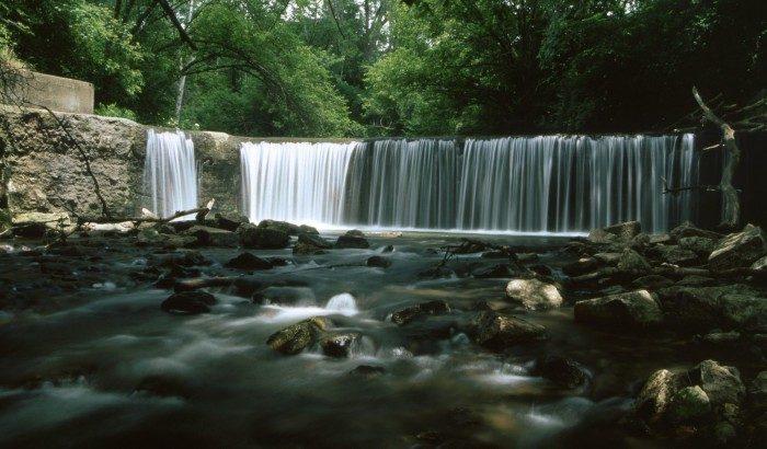 9. Iowa: Union Grove Lake Waterfall