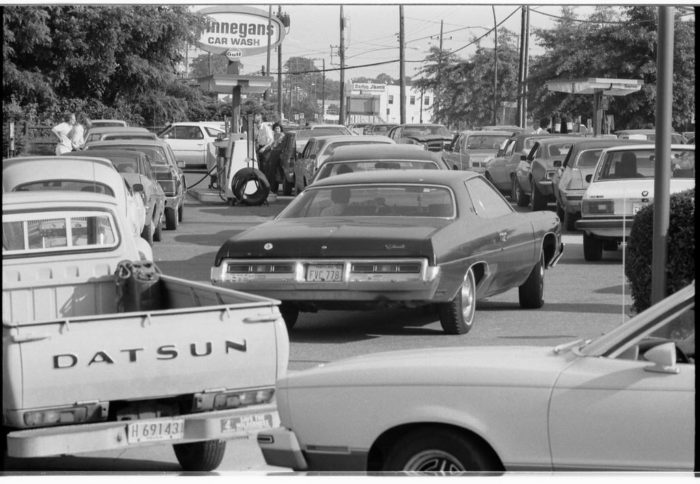 5. A long line of vehicles waiting to fill up with gasoline. Photo captured in June 1979.