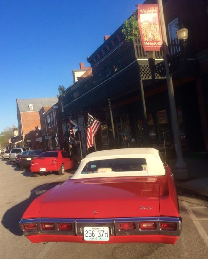 Now that our hunger is satisfied, let's do a little shopping and exploring in beautiful Downtown Hermann.  There are loads of galleries and shops, so let's wander around and see what there is to find.