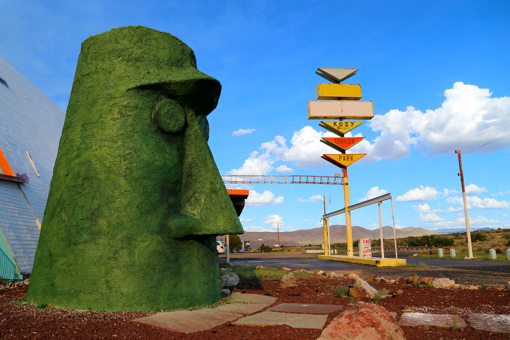 13 bizarre route 66 attractions in arizona for Attractions in nyc for couples
