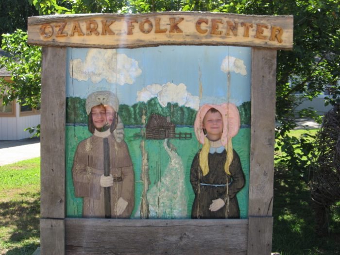 Mountain View is home to Ozark Folk Center State Park, where visitors can learn about traditional Ozark culture. From weavers to potters to dancers, Ozark artists and artisans give demonstrations that you won't soon forget.