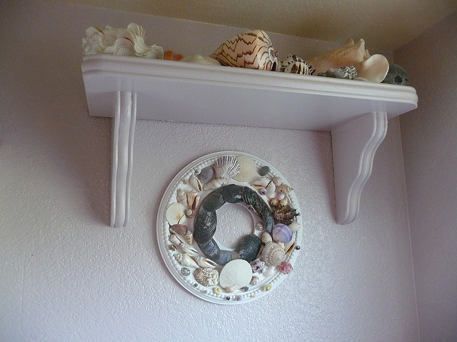 2. The people of the Ocean State tend to decorate things in their house with seashells and other beach finds.