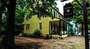 This Unique Restaurant In North Carolina Will Give You An Unforgettable Dining Experience