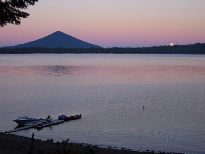 2. Crescent Lake