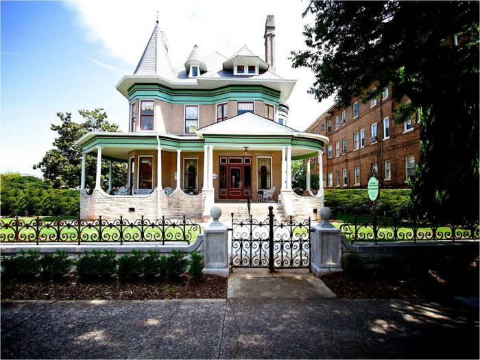 4. Hassinger Daniels Mansion Bed and Breakfast - Birmingham