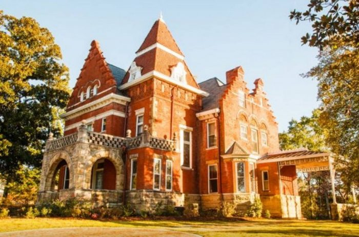 6. Parker House Bed and Breakfast - Anniston