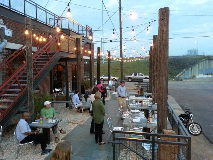 12 Best Restaurants In Alabama For Outdoor Dining