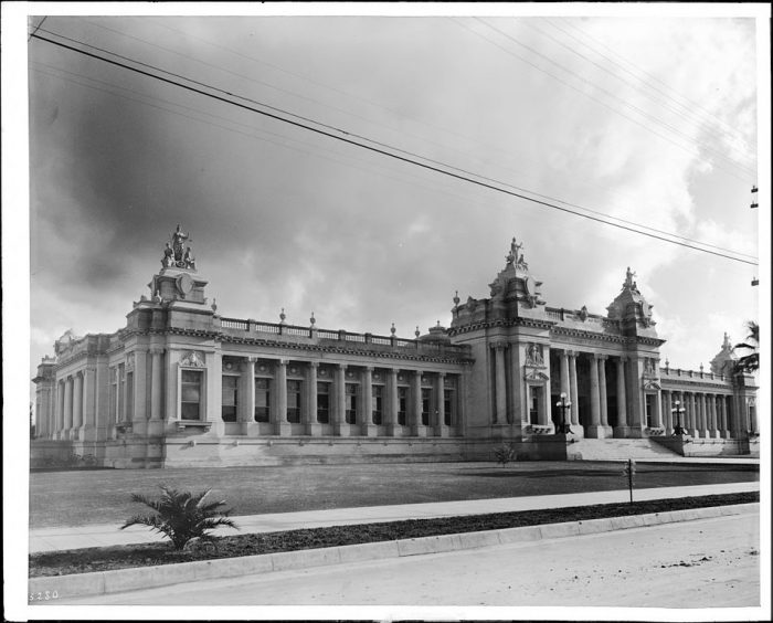 9. The Riverside Courthouse (built in 1903) pictured here in 1910.