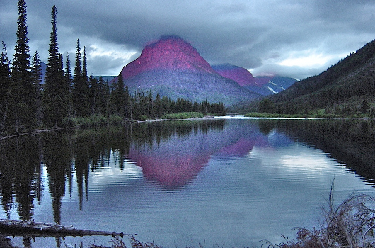 14 Places In Montana That Look Other-Worldly