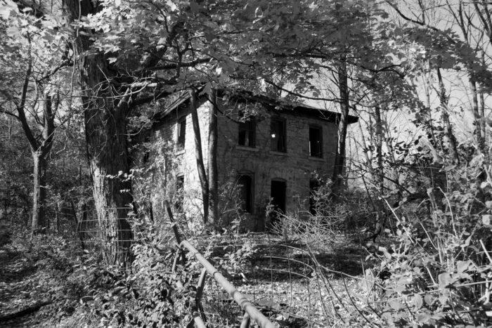 12 beautiful abandoned houses in iowa