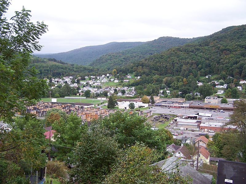 These 15 West Virginia Small Towns Live The Simple Life