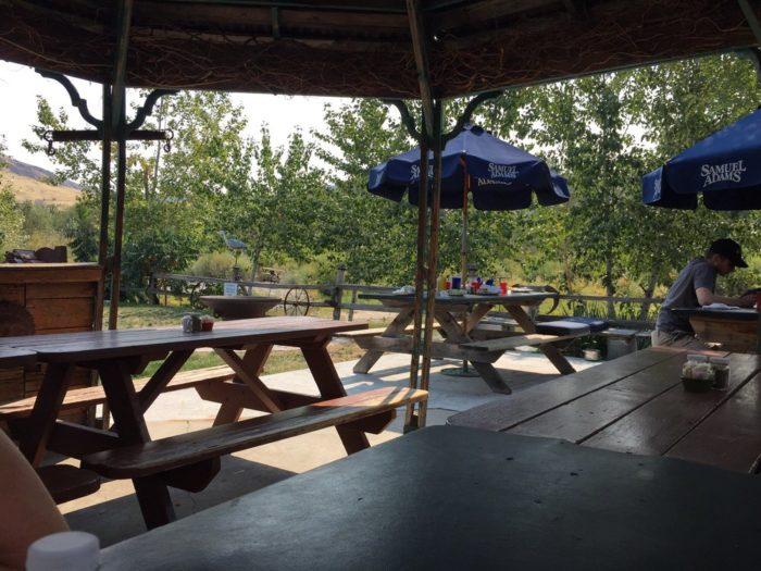7. Kit's Riverside Restaurant, Horseshoe Bend