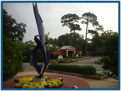 Fairhope has a long history as an artist's colony. The Eastern Shore Art Center keeps the tradition alive, featuring art classes and members' artwork.