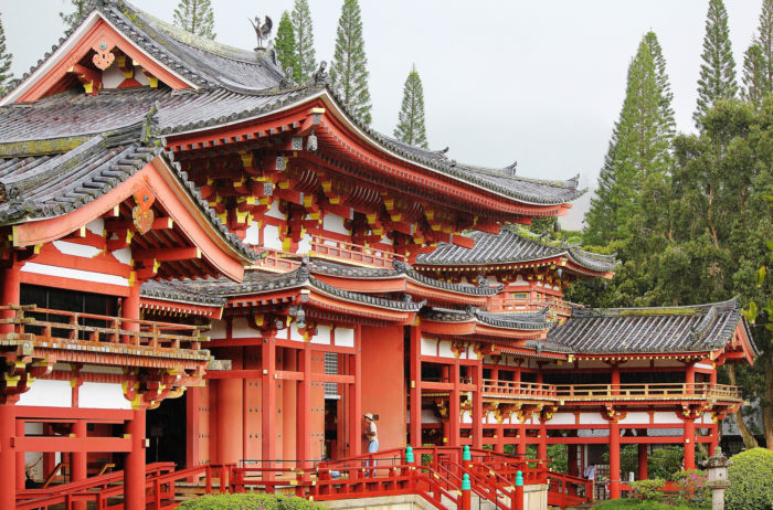 11. This beautiful Japanese Buddhist temple doesn't look like it belongs in Hawaii, probably because it is a replica of a 900-year old temple in Japan.