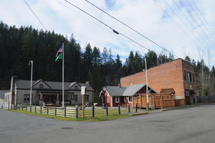 Wilkeson,_WA_Town_Hall_and_Eagles_01