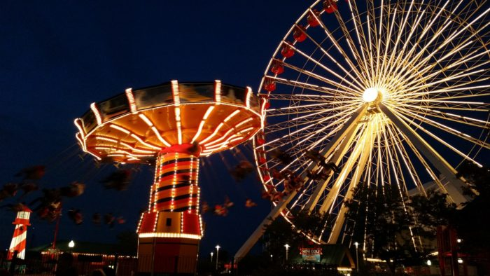 3. Go for a ride on the huge Ferris Wheel at Navy Pier.