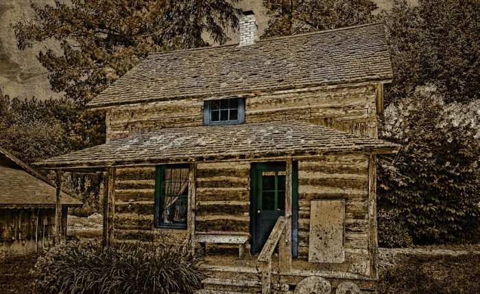 2. This rural log cabin is both enchanting and terrifying at the same time.