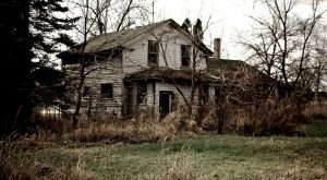 12 Creepy Houses In Wisconsin That Could Be Haunted