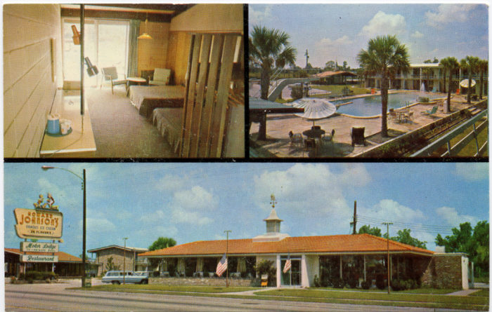 7. This place looks like it was FUN. This is the Howard Johnson Motor Lodge & Restaurant in Charleston in the 1960s.