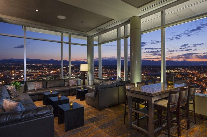 1. Peaks Lounge
