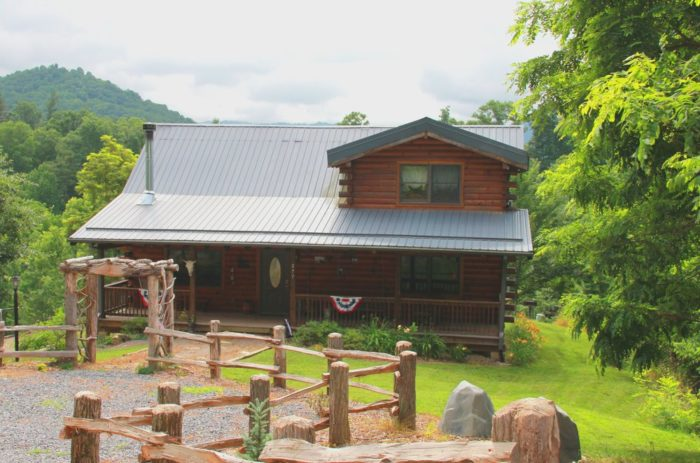 10 most unique places to stay in north carolina for Places to stay in asheville nc cabins